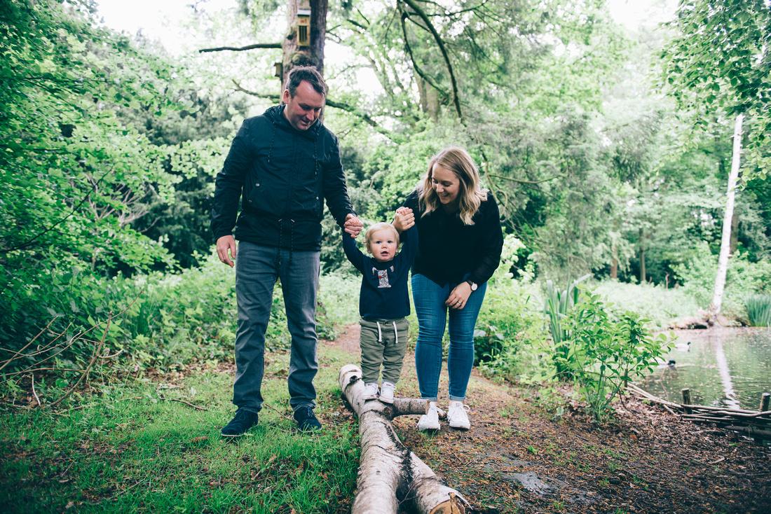 OUTDOOR FAMILY PHOTO SHOOT IN SHROPSHIRE EMMA GRAYSTONE PHOTOGRAPHY