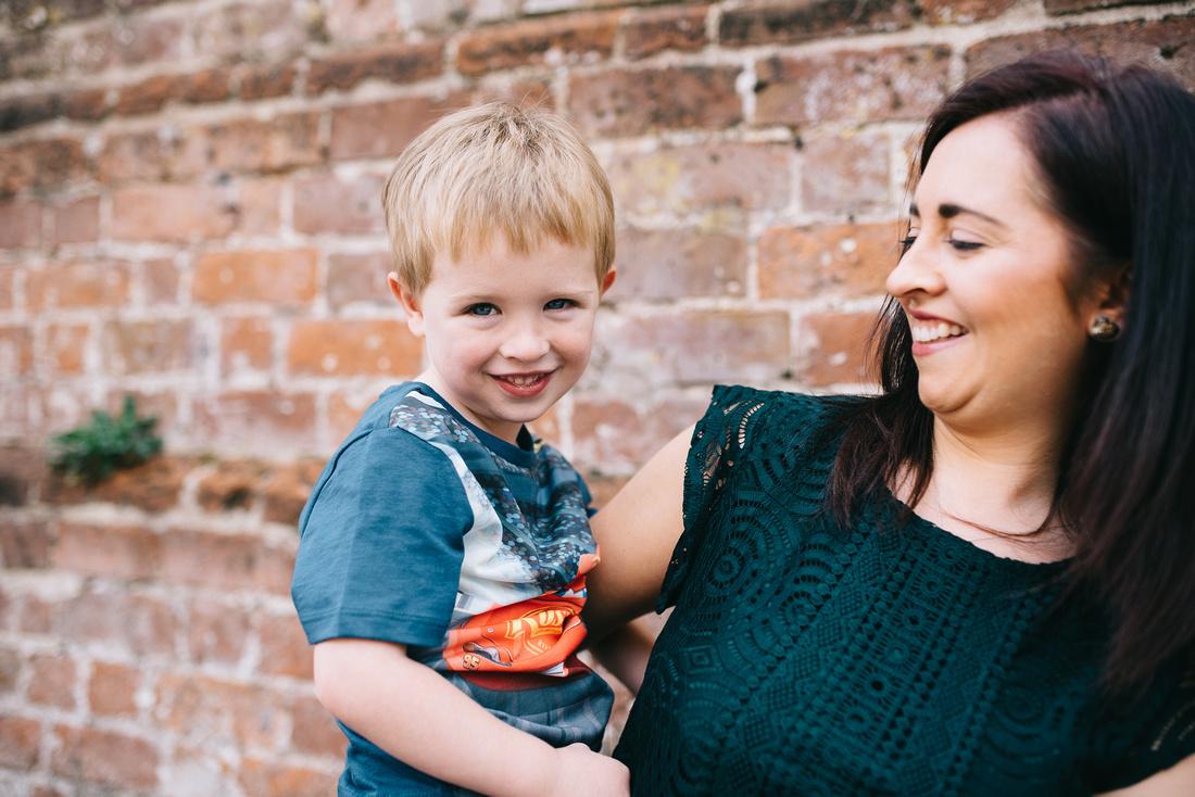 EMMA GRAYSTONE PHOTOGRAPHY OUTDOOR FAMILY PHOTO SHOOT IN SHROPSHIRE