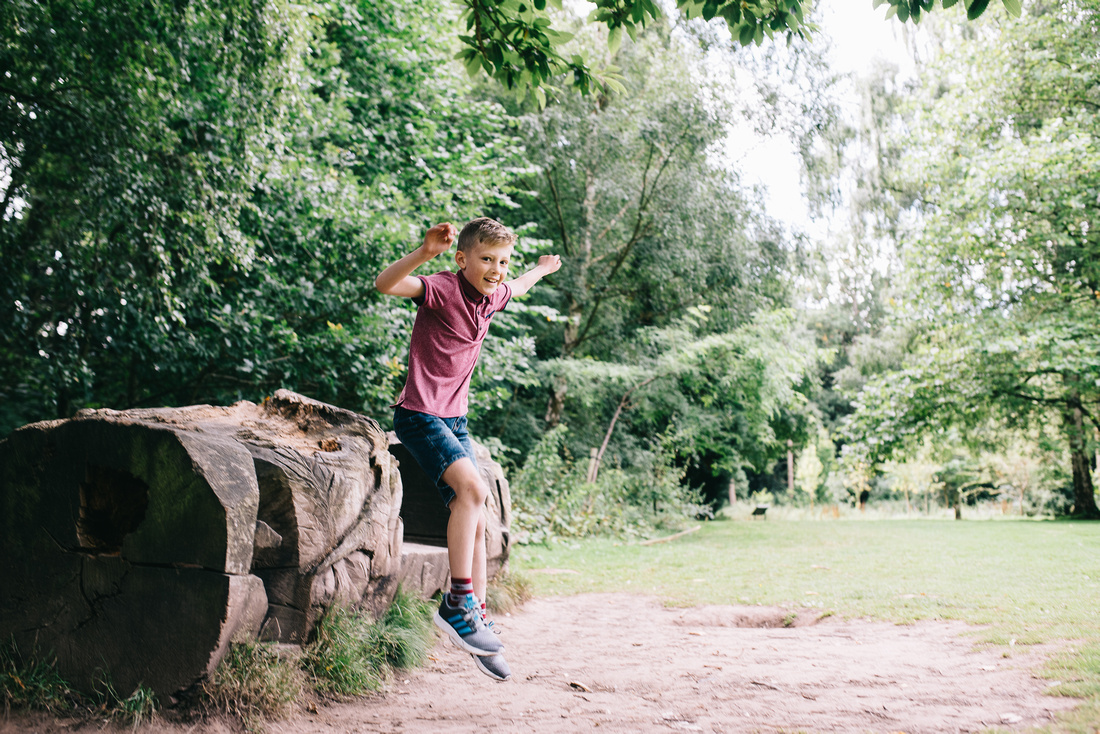 OUTDOOR FAMILY PHOTO SHOOT IN APLEY WOODS, SHROPSHIRE