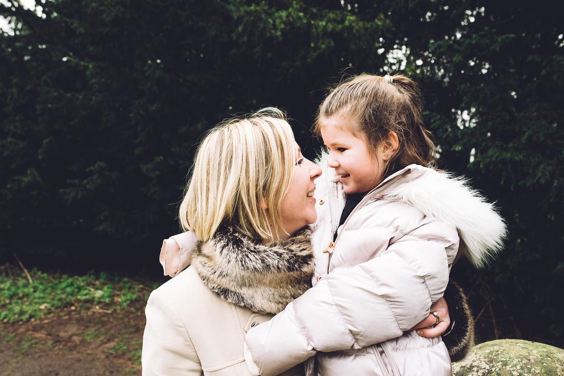 APLEY WOODS, SHROPSHIRE OUTDOOR FAMILY PHOTO SHOOT EMMA GRAYSTONE PHOTOGRAPHY